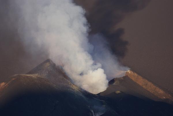 La boutonnière orientée nord-ouest sur le flanc du Pico Fogo. (Photo : André Laurenti)