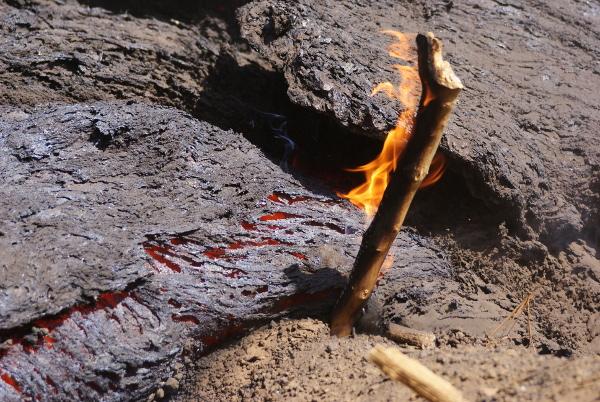 Ces laves basaltiques avoisinent une température de 1 000°. (Photo : André Laurenti)