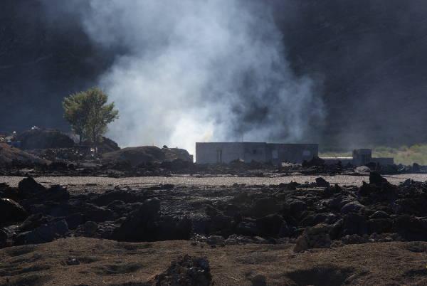 Vendredi 19 décembre, les coulées ont détruit la cave d'Edwin Lopes, ainsi que des cultures de vigne, de manioc et de haricots. (Photo : André Laurenti)