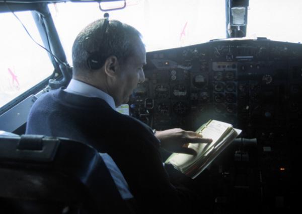 Ghislaine et moi resterons dans la cabine de pilotage jusqu'à l'arrivée. (Photo : André Laurenti)