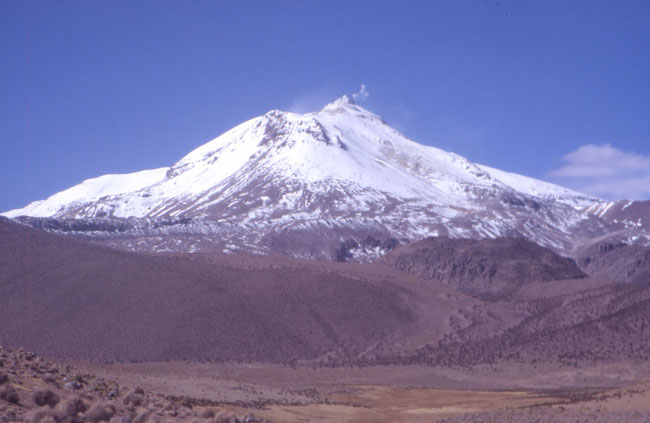Volcan actif Guallatiri culmine à 6 063 m d'altitude. (Photo : André Laurenti)