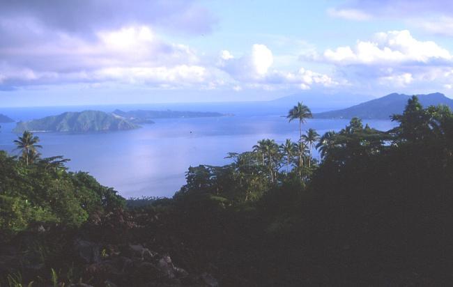 La coulée permet d'avoir une vue dégagée sur les îles. (Photo : André Laurenti)