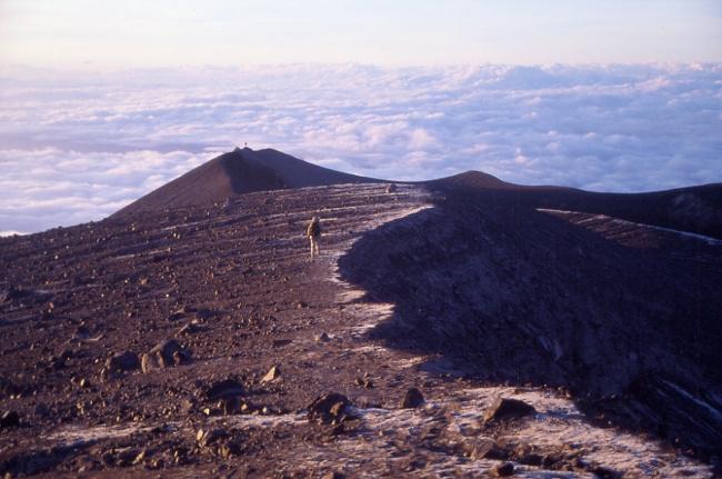 Le bord de l'ancien cratère. (Photo : André Laurenti)