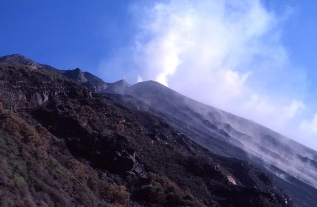 Dégazage des cratères sommitaux. (Photo : André Laurenti)