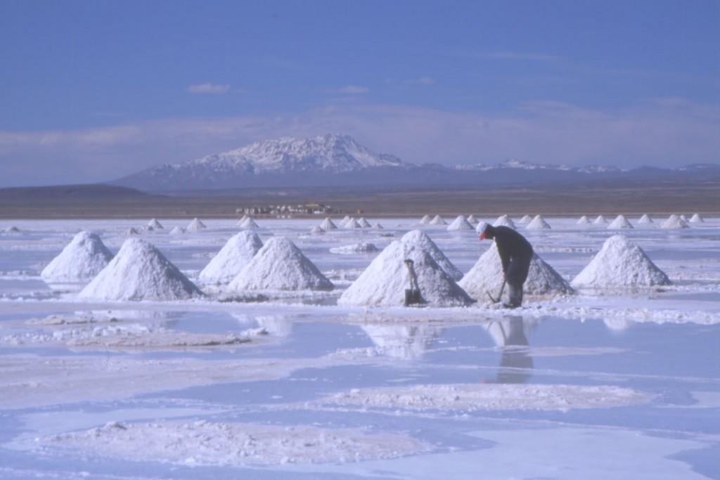 En Bolivie on exploite encore le sel d'une manière rudimentaire. (Photo : André Laurenti)