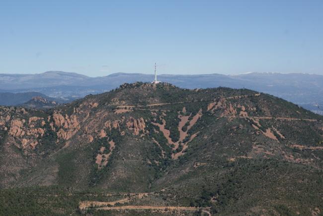 Le Pic de l'Ours qui culmine à 492 m, est constitué de rhyolite de coulée supérieure. (Photo : A. Laurenti)