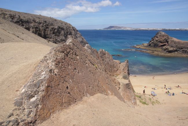Un dyke domine la plage de Papagayo. (Photo : André Laurenti)