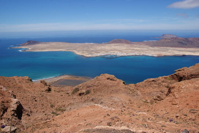L'île de Graciosa et son village de Caleta de Sebo. (Photo : André Laurenti)