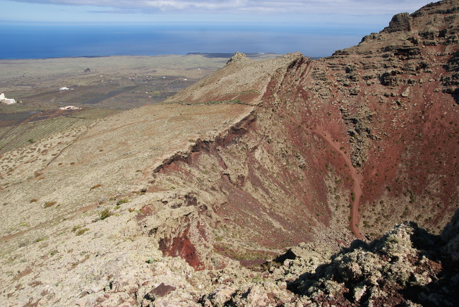 son cratère est profond d'une soixantaine de mètres. (Photo : André Laurenti)