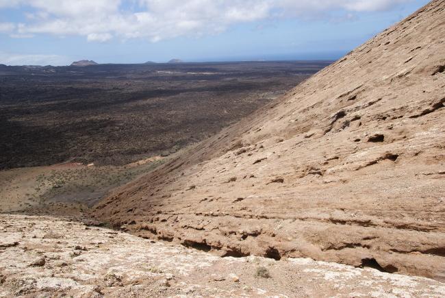 C'est par ce vallon que j'atteints le haut du cratère. (Photo : André Laurenti)