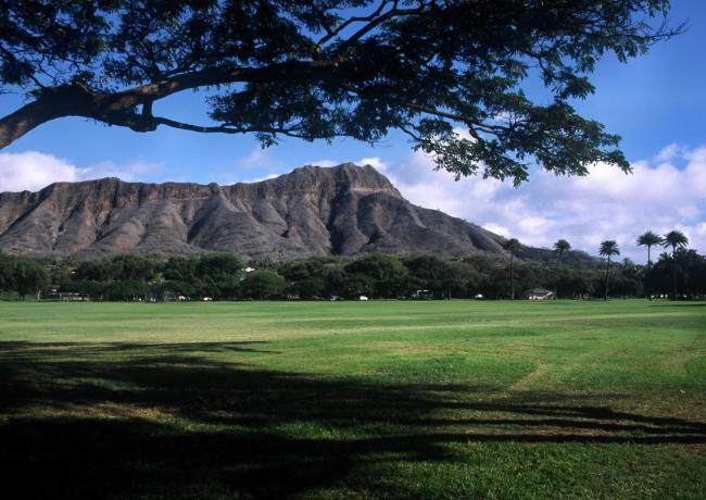 """A l'est d'Honolulu, le volcan """"Diamond head"""" tête de diamant. Il offre depuis son sommet un magnifique panorama sur Waikiki et la côte sud d'Oahu. (Photo : André Laurenti)"""