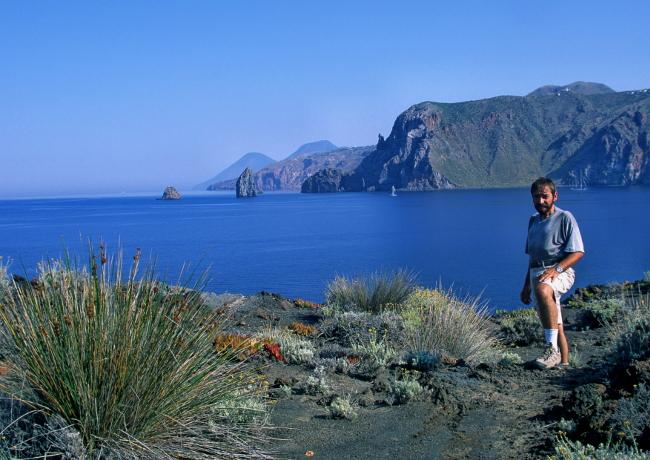 L'île de Lipari et ses petits îlots en arrière plan. (Photo : André Laurenti)
