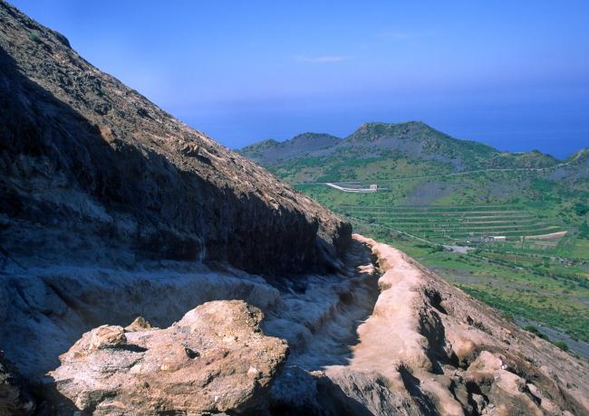 Chemin d'accès au cratère. (Photo : André Laurenti)