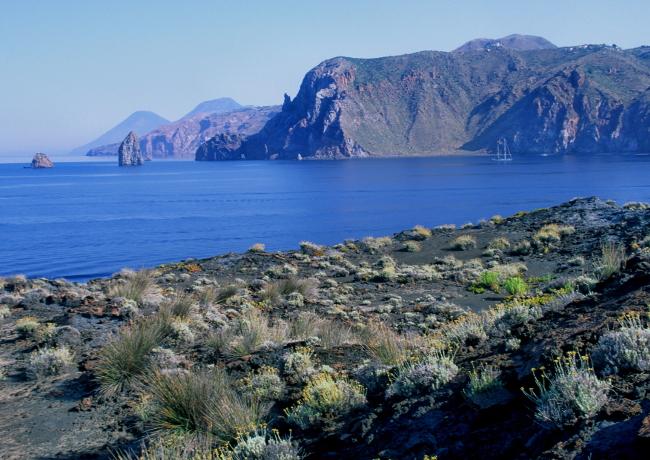 L'île de Lipari depuis Vulcanello. (Photo : André Laurenti)