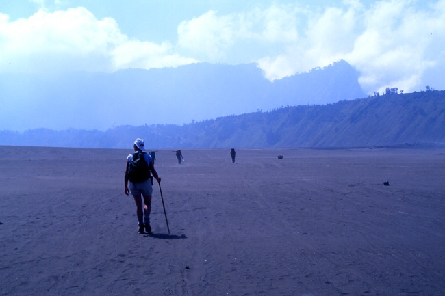 Le desert de sable volcanique de la caldeira de Tengger. (Photo : André Laurenti)