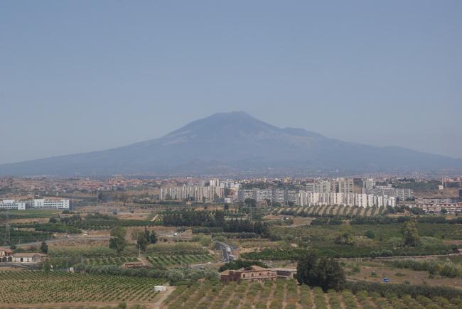 La ville de Catane avec au fond l'Etna. (Photo : André Laurenti)