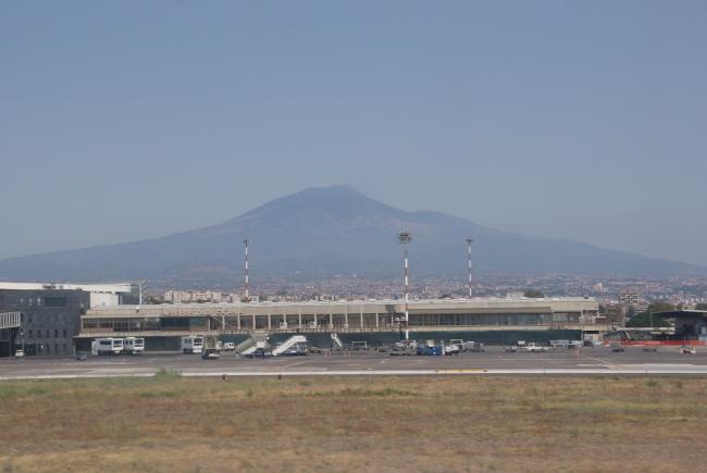 L'aéroport de Catane-Fontanarossa et en arrière plan l'Etna. (Photo : André Laurenti)