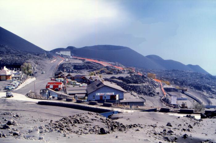 Après l'éruption de 2001, la station de Sapienza est en plein travaux. (Photo : André Laurenti)