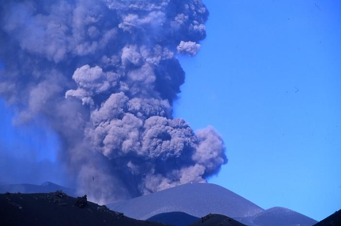 L'éruption est qualifiée de vulcanienne. (Photo : André Laurenti)