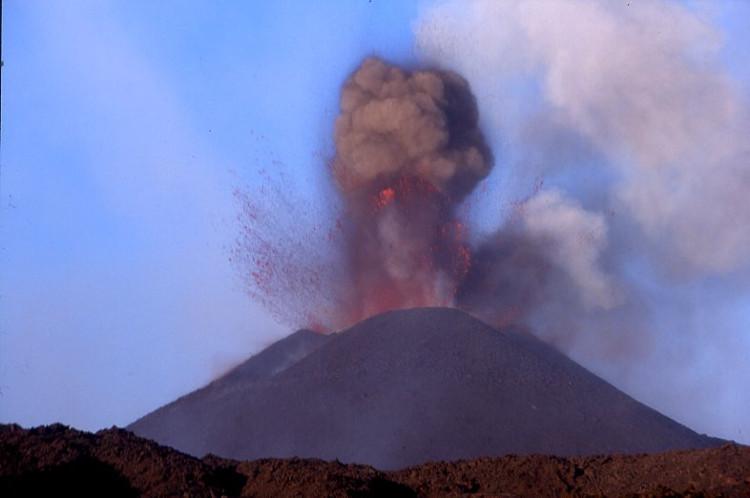 Ses explosions sont extrêmement violentes et font trembler le sol. (Photo : André Laurenti)