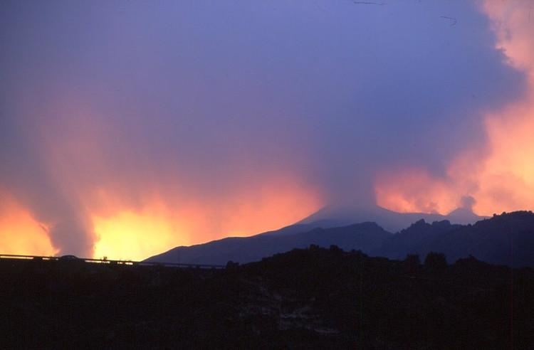 A notre arrivée sur les lieux, l'Etna semble en feu. (Photo : André Laurenti)