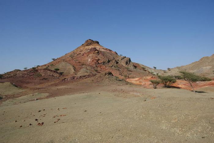 La colline de Zuha représente le vestige d'un fumeur noir. (Photo : André Laurenti)