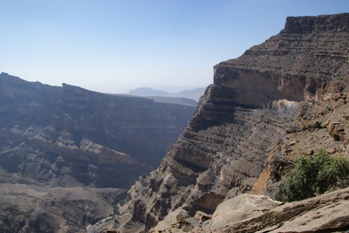 Le cours d'eau tout au fond donne une idée de la profondeur du canyon. (Photo : André Laurenti)
