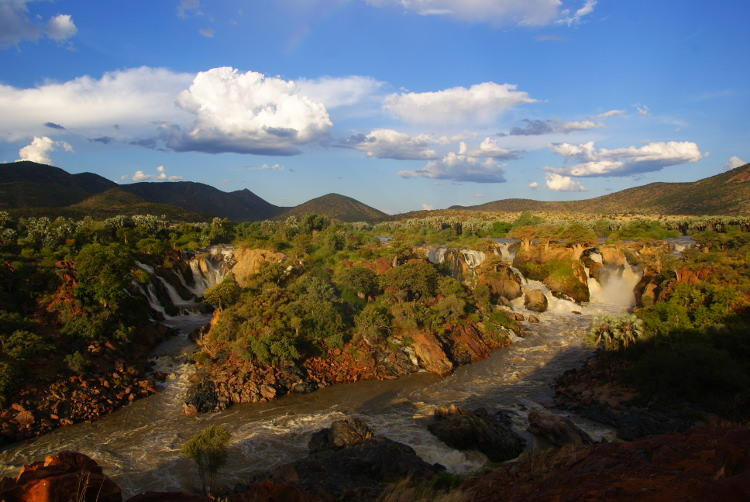 Les chutes d'Epupa à la frontière de l'Angola (Photo : André Laurenti)