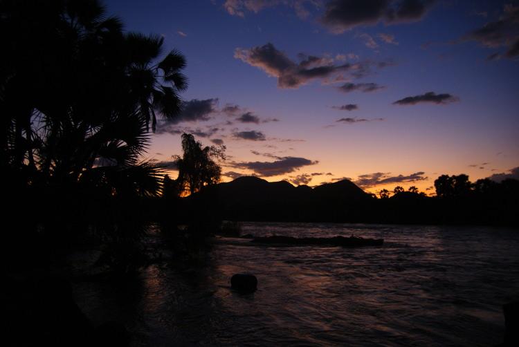 La journée se termine sur les berges du fleuve (Photo : André Laurenti)