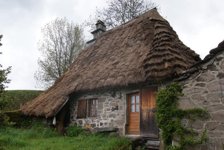 La chaumière traditionnelle au hameau de Nièrvèze (Photo : André Laurenti)