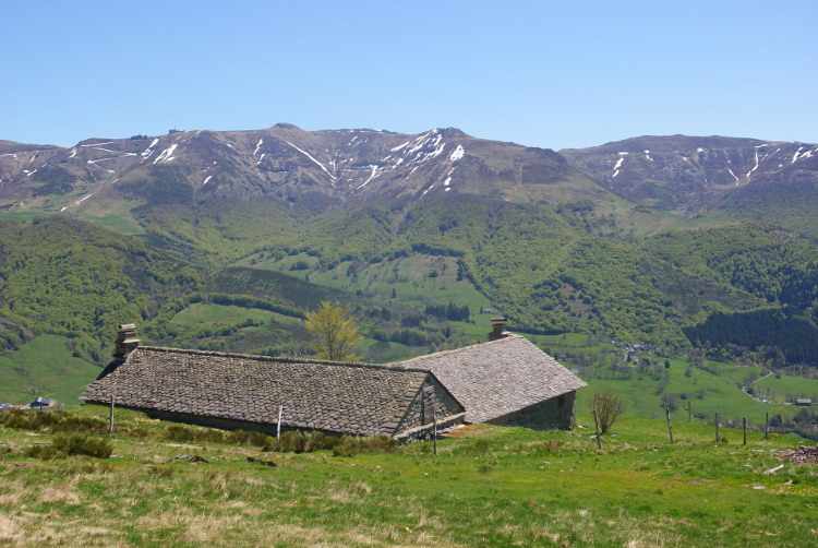 A l'Est, on distingue le Plomb du Cantal (Photo : André Laurenti)